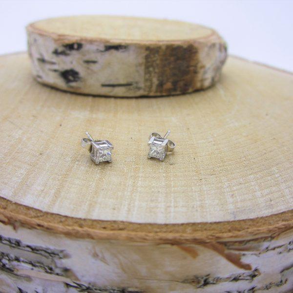 14k white gold diamonds earrings