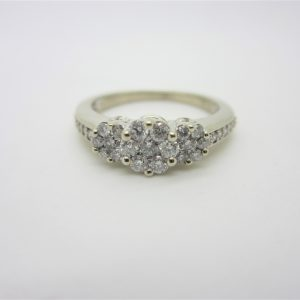 10k Diamond Cluster Style Ring