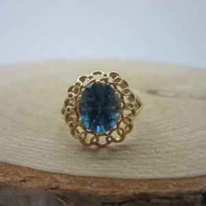 10K YELLOW GOLD TOPAZ RING