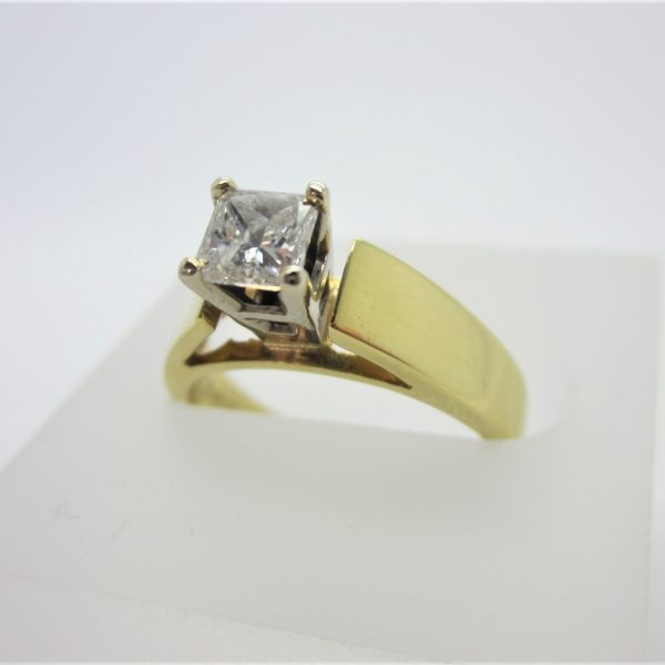 18k Yellow Gold Princess Cut Diamond Engagement Ring