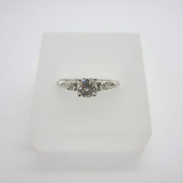 18K White Gold Ladies Diamond Engagement Ring
