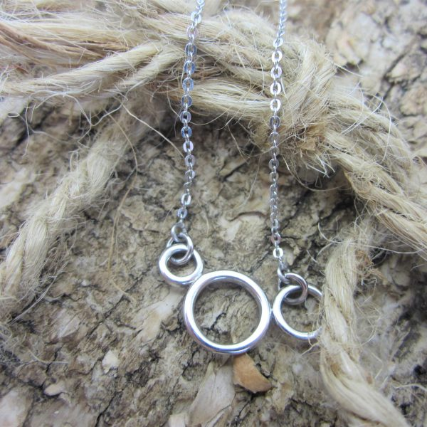 Ladies 18K White Gold Circle Necklace